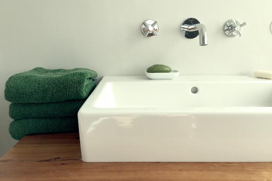haus auf dem land ferienhaus brandenburg badezimmer waschbecken