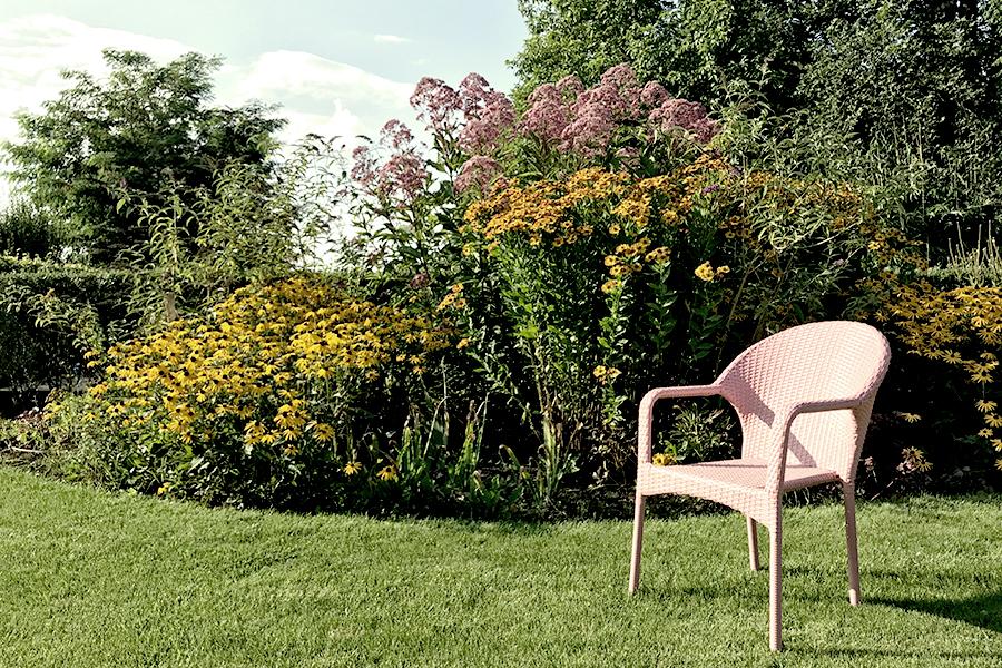 haus auf dem land ferienhaus brandenburg garten stuhl